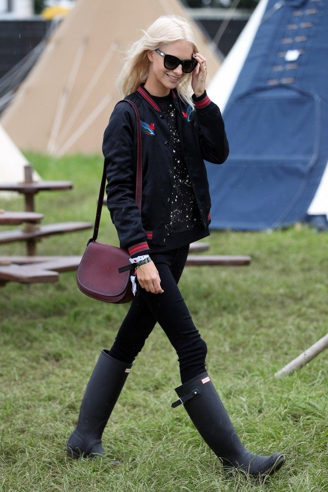 poppy delevingne-wellies-bomber jacket-black skinnies-glastonbury-www