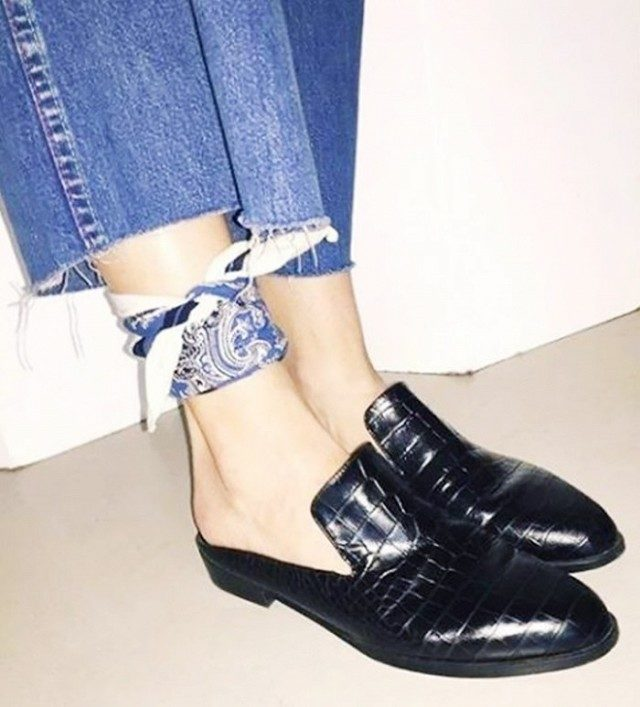 style hack-scarf around ankle-mulessliddes-