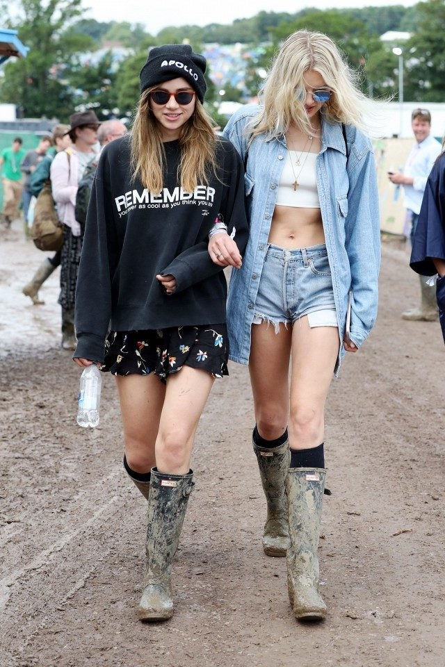 suki waterhouse-wellies-lily donaldson-models-glastonbury-www