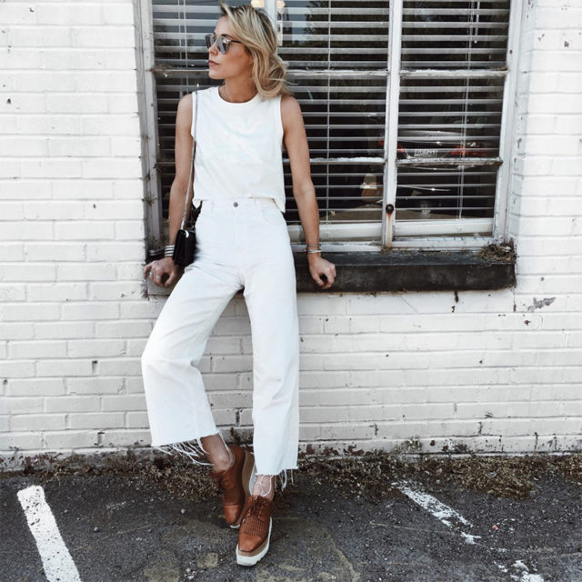 white jeans-platform lace ups-creepers-frayed denim-all white-summer weekend outfit-