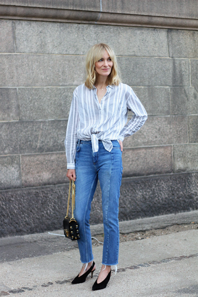 mom jeans-knotted shirt-oxford-striped shirt-glove shoes-fringe
