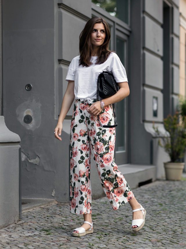 summer florals-espadrilles-white tee-knotted tee-bold florals-floral pants-printed pants-