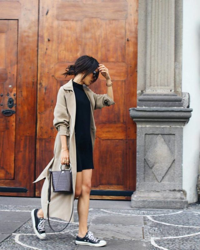dresses and sneakers-lbd-trench coat-duster coat-summer to fall transitional dressing-