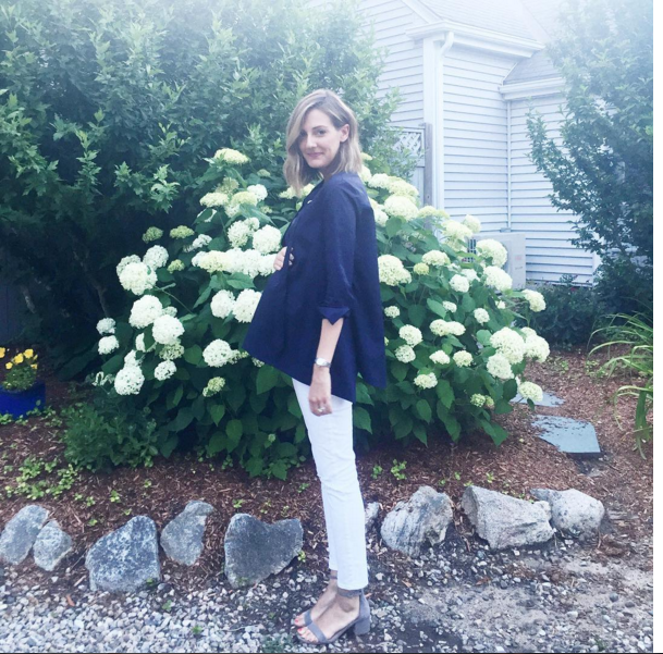 summer maternity style-see anna jane-white jeans-