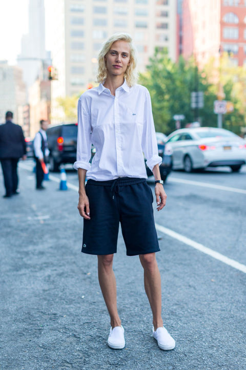 bermuda-shorts-white-sneakers-mens-oxford-shirt-nyfw-street-style-fall-fashion-hbz
