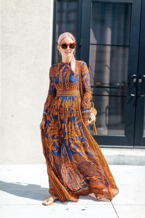 fall-maxi-dress-orange-and-navy-summer-to-fall-transitional-dressing-nyfw-street-style-fall-fashion-hbz