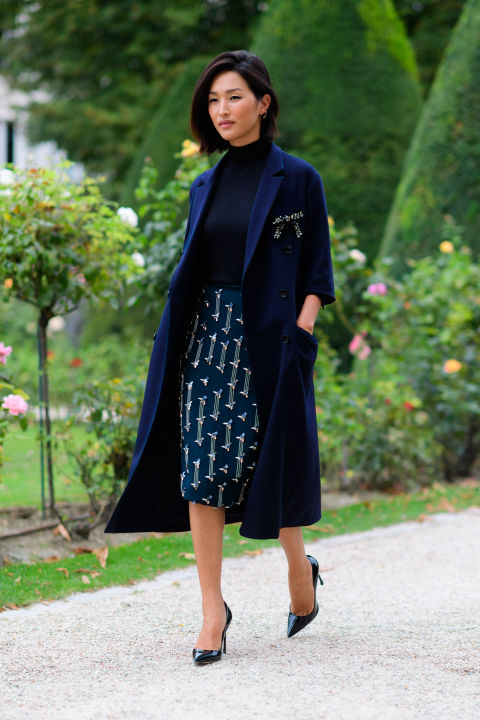 paris fashion week street style ss 2017, navy, broach, brooch, fall work outfit, turtleneck, navy