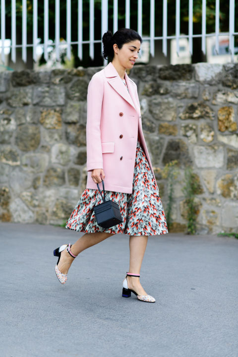 paris fashion week street style ss 2017, caroline issa, mary janes, block heels, prints, fall pastels, pastel pink coat