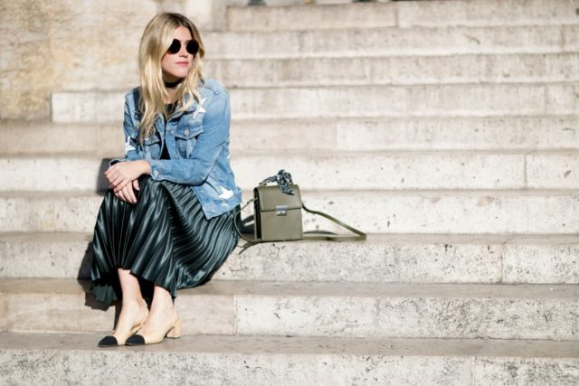 two-tone-block-heel-shoes-chanel-shoes-pleated-midi-skirt-denim-jacket-fall-star-prints-pfw-ss-2017-street-style-ps